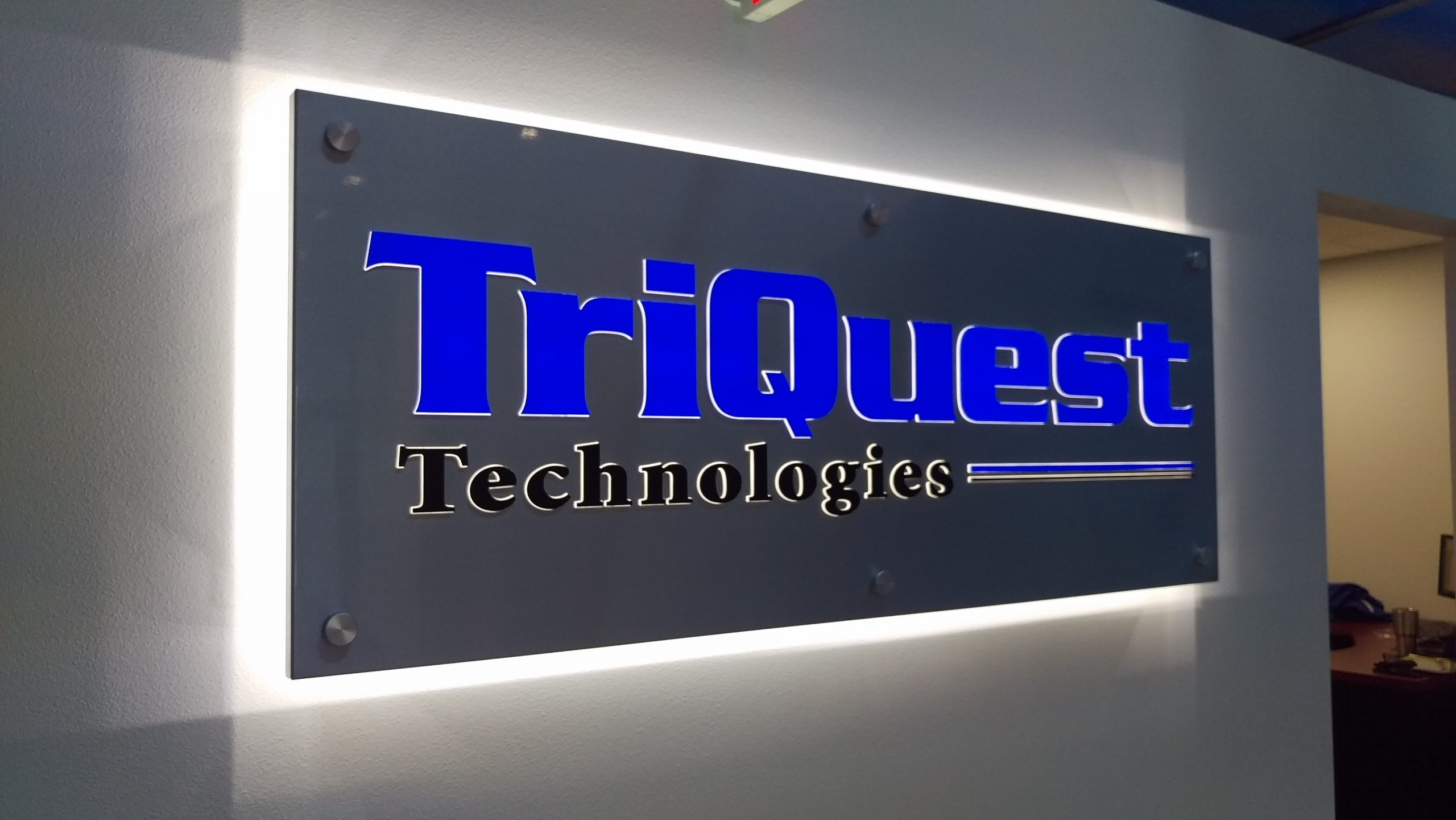 lit sign 4 scaled | Lobby and Suite Signs